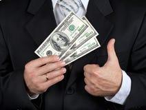 Notas de banco do dólar da terra arrendada do homem de negócios Imagens de Stock Royalty Free