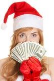 Notas de banco dos dólares da terra arrendada da mulher do Natal Fotografia de Stock
