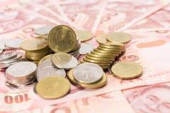 Notas de banco e moedas tailandesas Imagem de Stock Royalty Free