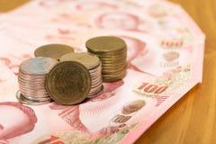 Notas de banco tailandesas Imagens de Stock