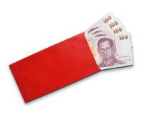 Notas de banco tailandesas no envelope vermelho Imagem de Stock