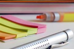 Notas de colores al remenmber imagen de archivo