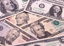 Notas de dólar abstratas do fundo diferente das denominações Imagem de Stock