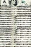 100 notas de dólar arranjadas verticalmente Fotos de Stock
