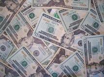 Notas de dólar dispersadas dos E.U. vinte Imagem de Stock