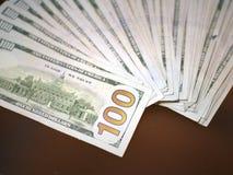 Notas de dólar do americano cem do dinheiro Imagens de Stock Royalty Free