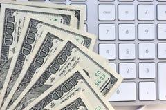 Notas de dólar dos E.U. cem Fotografia de Stock