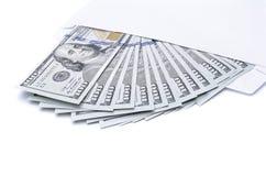 Notas de dólar dos E.U. em um envelope Foto de Stock