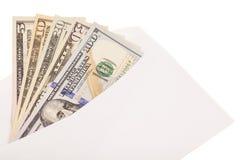 Notas de dólar dos E.U. em um envelope Fotos de Stock