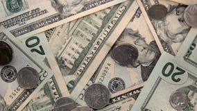 Notas de dólar $20 dos E.U. vinte do Estados Unidos e queda do movimento lento dos centavos vídeos de arquivo