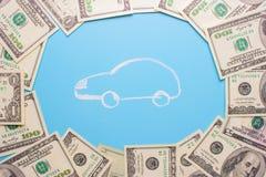 100 notas de dólar e carros Imagem de Stock Royalty Free