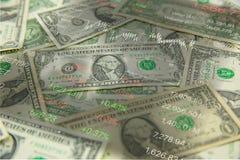 notas de dólar e pena na tabela de madeira e conservada em estoque velha do preço de mercado em ao lado Imagens de Stock Royalty Free