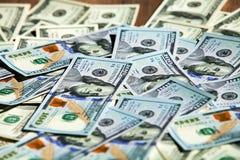 100 notas de dólar novas Fotografia de Stock Royalty Free