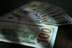 Notas de dólar que encontram-se como um fã na tabela Imagem de Stock Royalty Free