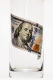 100 notas de dólar que estão no vidro Fotos de Stock Royalty Free