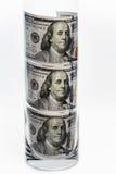 100 notas de dólar que estão no vidro Fotografia de Stock Royalty Free