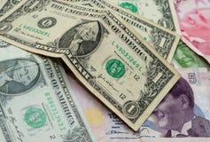 Notas de dólar uma com liras turcas Imagens de Stock