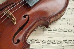 Violín alemán del siglo XIX. Imagen de archivo libre de regalías