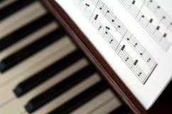 Notas de la música del piano Fotos de archivo