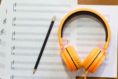 Notas de la música sobre la tabla Fotografía de archivo libre de regalías