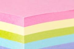 Notas de post-it coloreadas multi Imagen de archivo libre de regalías