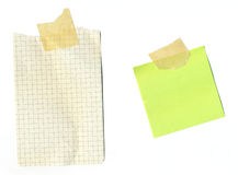Notas de post-it - papel sujetado con cinta adhesiva imágenes de archivo libres de regalías