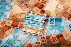 Notas de 50 y 100 reais del Brasil Imagenes de archivo