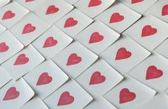 Notas del amor Fondo para el diseño con los corazones rojos fotos de archivo