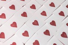 Notas del amor Fondo para el diseño con el fondo rojo de los corazones con los corazones rojos Modelo fotografía de archivo