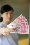 Notas del dinero en circulación. RMB Fotos de archivo