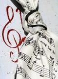 Notas del piano sobre el pañuelo Foto de archivo
