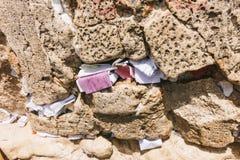 Notas del rezo en la pared occidental Imágenes de archivo libres de regalías