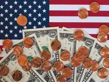 Notas do dólar e moedas e bandeira do Estados Unidos Imagens de Stock Royalty Free