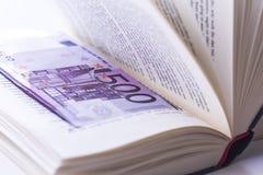Notas do dinheiro do Euro na carteira no fundo branco Imagem de Stock Royalty Free