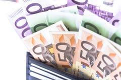 Notas do dinheiro do Euro na carteira no fundo branco Imagem de Stock