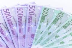 Notas do dinheiro do Euro na carteira no fundo branco Imagens de Stock