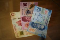 Notas dos pesos mexicanos II imagens de stock royalty free