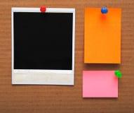 Notas e frame vazios coloridos da foto Imagem de Stock