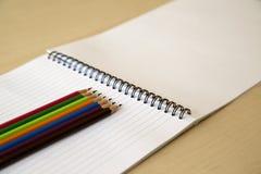 Notas e lápis do bloco Fotos de Stock