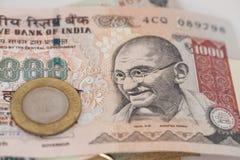 Notas e moeda indianas da rupia da moeda Fotografia de Stock Royalty Free