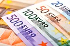 Notas euro con la reflexión Fotos de archivo libres de regalías