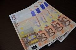 Notas euro con la reflexión Fotografía de archivo