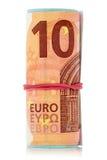 Notas euro con una banda elástica envuelta alrededor Foto de archivo libre de regalías