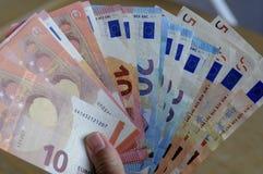 Notas euro de la moneda Imagen de archivo libre de regalías