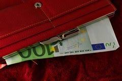 Notas euro europeas en un monedero Fotos de archivo libres de regalías