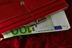 Notas europeias do Euro em uma bolsa Fotos de Stock Royalty Free
