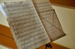 Notas manuscritas de la música imagen de archivo libre de regalías