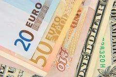 Notas mezcladas del dinero en circulación Fotos de archivo libres de regalías