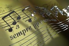 Notas musicales que vuelan Fotografía de archivo
