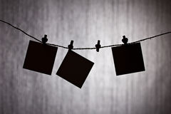 Notas negras sobre fondo gris Imagen de archivo libre de regalías